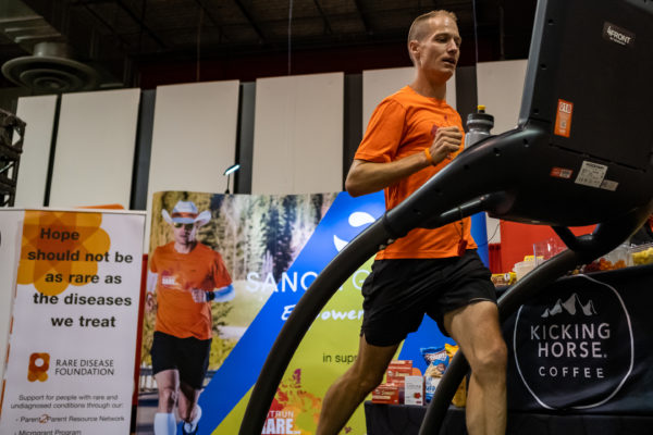 CBC News – Canadian ultramarathoner sets world treadmill record for distance in 12 hours